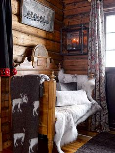 Fairy-Tale-Like And Cozy Wooden Norwegian House - DigsDigs Winter Cabin, Cozy Cabin, Cozy Nook, Cozy Corner, Cabin Homes, Log Homes, Norwegian House, Log Home Decorating, Decorating Ideas