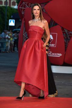 71. Venedik Film Festivali'nin en iyi kırmızı halı görünümleri lofficiel.com.tr'de.