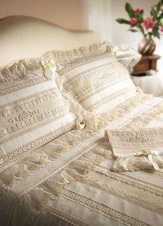 // Linen Bedding, Bedroom, Decor, Log Projects, Bed Feet, Beds, Dressmaking, Linen Sheets, Decoration