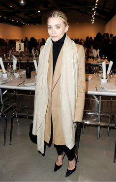 Pin for Later: 84 Styling Hacks We Learned From Mary-Kate and Ashley Olsen Layer Your Camel Coat With a Lighter Pashmina For an Elevated Touch Ashley Olsen at the Precognito Gala in Mary Kate Ashley, Mary Kate Olsen, Elizabeth Olsen, Ashley Olsen Style, Olsen Twins Style, Ashley Olsen Hair, Looks Street Style, Looks Style, Winter Looks