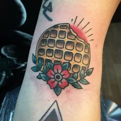 Eggo tattoo in the ditch from my STRANGER THINGS flash sheet. Thank you, @delaneyrubenstein!!! . Scroll down ⬇️ for more designs $50-$100 through the end of this month