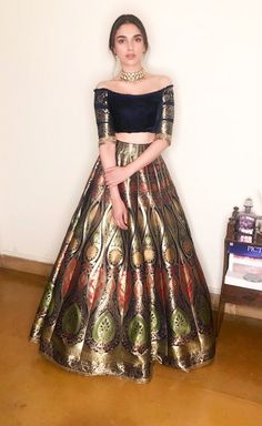 New skirt outfits for wedding neckline ideas - Indian designer outfits - Indian Fashion Dresses, Indian Gowns Dresses, Dress Indian Style, Indian Designer Outfits, Designer Dresses, Indian Skirt, Indian Wedding Gowns, Indian Bridal Outfits, Indian Wedding Dresses Traditional
