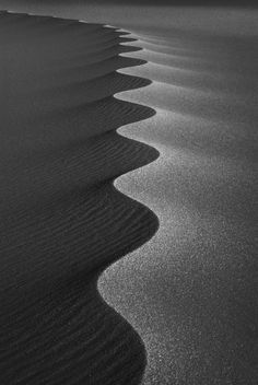 (Somewhere in the Sahara, Gilf el Kebir desert, 2011 © Nikbarte)