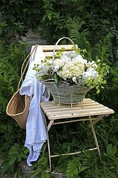 .Another wonderful arrangement in a wire basket ♥