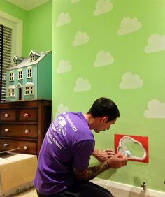 Sam Stencilling The Cloud Wall Playroom Decorar Diy Wall Painting, Playroom Organization, Baby Boy Rooms, Room Paint, Paint Designs, Classroom Decor, Kids And Parenting, Girls Bedroom, Wall Design