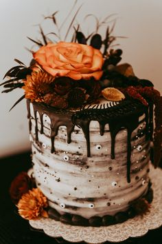 """Halloween Wedding Inspired by Tim Burton's Beetlejuice wedding cake """"It's Showtime!"""" This Beetlejuice-Themed Wedding Is Straight From the Afterlife Halloween Wedding Cakes, Halloween Cakes, Halloween Birthday, Gothic Birthday Cakes, Fall Birthday Cakes, Halloween Wedding Invitations, Women Halloween, Spirit Halloween, Halloween Halloween"""