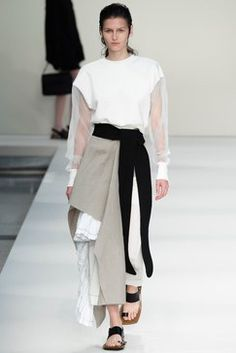 See the complete Marni Spring 2015 Ready-to-Wear collection.