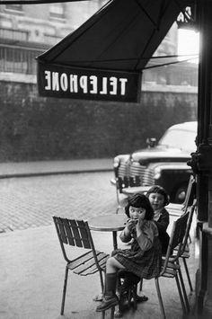 Henri Cartier-Bresson - Henri tinha o hábito de fotografar crianças.