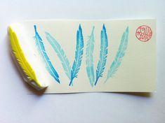 timbre en caoutchouc sculpté à la main de plumes d