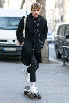【經典運動鞋系列】白色是永不退流行的顏色!3招「全白運動鞋」基礎搭配方式! | manfashion這樣變型男-最平易近人的男性時尚網站