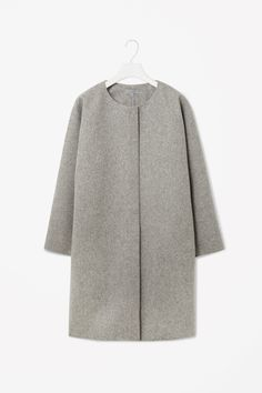 This super simple, super chic, super scandinavian coat from COS is just so it! #cos #coat #wool