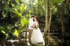 Photography: AkiDemi Photography Read more: http://www.storymywedding.com/magical-secret-cenote-wedding/ # 海外ウエディング #セノーテ #destinationwedding