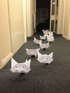 Oh no! Origami Cat invasion! Run for your lives!  Photo via Confuddling or What?!