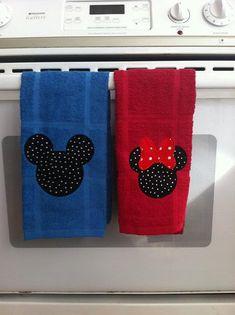 Mickey & Minnie Mouse dish towels by TealShingle on Etsy … Mickey Mouse House, Mickey Mouse Kitchen, Disney Kitchen, Mickey Mouse And Friends, Mickey Minnie Mouse, Mickey Mouse Quilt, Disney Home Decor, Disney Diy, Disney Crafts