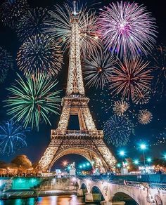 WHERE ARE YOU FROM? 😍 Amazing photo from the #Paris fireworks. January 1, 2018! Happy new year to all of our followers from around the world. Thank you for your support and we look forward to sharing more of the worlds most incredible | #happynewyear #realestate #houses #mansion#newyorklistings #development #house #home#luxuryhouses #luxuryhomes #millionaire #mansion#listing #justsold #luxuryproperties #property#investment #interior #design #interiordesign#dubailistings #realtor…