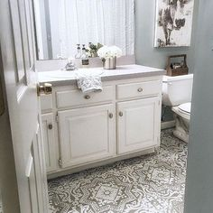 Can you believe this is a linoleum floor?? 😱😍 @homeonfernhill stenciled her old worn linoleum floor with our Lisboa Tile Stencil... Stenciling saved her from the pain and cost of refinishing. Plus, her bathroom now matches her gorgeous #farmhousestyle! #royaldesignstudio