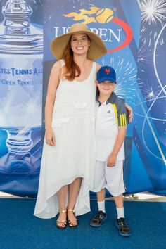 Debra Messing poses on the blue carpet at the 2014 US Open