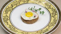 Ovo de codorna trufado com torrada de pão australiano - http://www.casalcozinha.com.br/receita/ovo-de-codorna-trufado/
