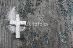 Trauerkarte: Holz Hintergrund mit Kreuz in Weiß