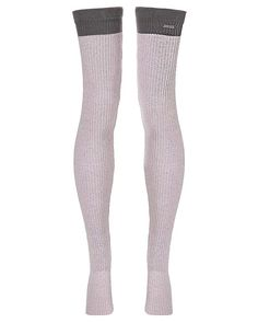 Beautiful two-tone leg warmers are a versatile layer for cool days. These come to mid-thigh for easy layering over shorts or leggings, and are crafted in super soft natural cotton fabric that feels indulgent on skin. Secured by an elasticated cuff and foot stirrup, make them a warm-up essential ahead of every dance practice.