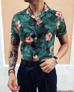 Camisa Floral Masculina – Men's style, accessories, mens fashion trends 2020 Stylish Mens Outfits, Casual Outfits, Fashion Outfits, Fashion Trends, Fashion Styles, Men's Outfits, Fashion Shirts, Fashion News, Cochella Outfits