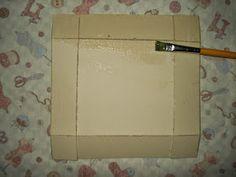 Esta prática caixinha foi feita em cartonagem,  baseada no passo a passo de Estela Junqueira.      Fácil de fazer, ela ajuda a ...