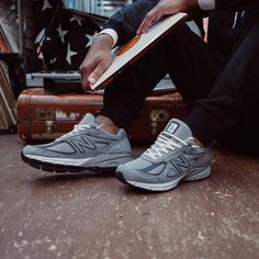 Zapatos New Balance 990 New Balance Outfit, Grey New Balance, New Balance Shoes, Zapatos New Balance, Air Max Women, Red Sneakers, Grey Outfit, Grey Fashion, Man Fashion