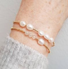 Minimalist and fresh, this modern, Nordic cool pearl bracelet features baroque freshwater pearls and tiny (1.6mm!!!) high quality Japanese seed beads in galvanized gold. So easy to use thanks to its light weight and a fair sized lobster clasp in tarnish-resistant 18k gold-fill.  For more beautiful Seed Bead Bracelets, Pearl Bracelets, Pearl Rings, Pearl Necklaces, Jewelry Necklaces, Jewelery, Blog Art, Wedding Gifts For Bridesmaids, Moon Jewelry
