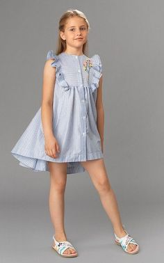Floral dress with a flutter sleeves. Adorable tween fashion, would be a cute outfit on a girl or 10 year old too. Must have for spring, summer, and fall! Kids Outfits Girls, Cute Girl Outfits, Little Girl Dresses, Girls Dresses, Kid Outfits, Trend Fashion, Kids Fashion, Spring Fashion, Fashion 2020