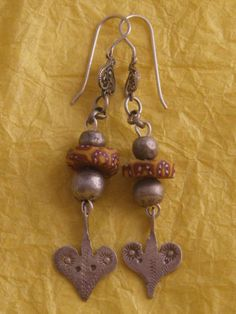 old trade beads silver earrings- orecchini con antiche perline    http://dreamingofbeads.blogspot.fr