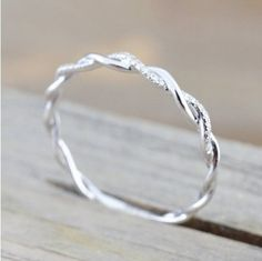 This is a gorgeous, unique ring set made up of two individual, entwined rings. The beauty of this ring lies in its organic shape. This ring will look slightly different from every angle. This listing is for one single Interlocking ring set made up of 2 I Gold Diamond Wedding Band, Silver Wedding Rings, Bridal Rings, Diamond Bands, Wedding Ring Bands, Ladies Wedding Rings, Twisted Wedding Bands, Wedding Band Styles, Unique Wedding Bands