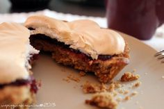 Crostatine integrali ai mirtilli con meringa - Cranberry Jam Pie with Meringue