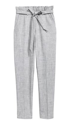 Loose-fitting trousers in woven fabric with a high paper-bag waist, detachable tie belt and side pockets. Zip fly with a concealed hook-and-eye fastener and High Waisted Loose Pants, High Rise Pants, Paperbag Hose, Paperbag Pants, Grey Trousers, Linen Trousers, Grey Pants Outfit, Gray Pants, Outfits Mujer