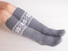 Life with Mari: Ohjeet Knitting Charts, Knitting Stitches, Knitting Socks, Crochet Socks, Diy Crochet, Wool Socks, Drops Design, Knitting Projects, Arm Warmers