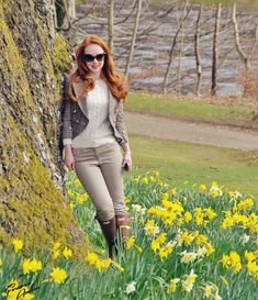 Red hair, tweed jacket and hunter boots.  And the surroundings ...