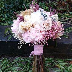 Hoy se casa Inmaculada en Jaen con este ramo de #florespreservadas. #ramodenovia #floresparatodalavida #noviasdeotoño Bride Bouquets, Flower Bouquet Wedding, Floral Bouquets, Floral Wreath, Spring Wedding, Our Wedding, Dream Wedding, How To Preserve Flowers, Dried Flowers