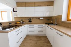 Bílá kuchyně s americkou lednicí Kitchen Room Design, Kitchen Cabinet Design, Kitchen Sets, Living Room Kitchen, Interior Design Kitchen, Kitchen Themes, New Kitchen, Kitchen Decor, Kitchen Cabinets