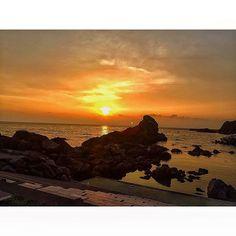 【yurichi_8】さんのInstagramをピンしています。 《. この前ぶら〜っと寄り道した 若狭湾で見た綺麗なsunset 今の時期の夕日が1番キレイ やっぱ海ってずーっと眺めていれる 今年の夏も充実してるなぁ⋆* 黄昏ながら色々な事を考えた #アラサー目前 24歳の夏 . #福井#海#夏#夕日#夕陽##自然#日本海#若狭湾#オレンジ#綺麗#癒された#fukui#summer#sea#beach#sunset#nature#japan#wakasa#orange》