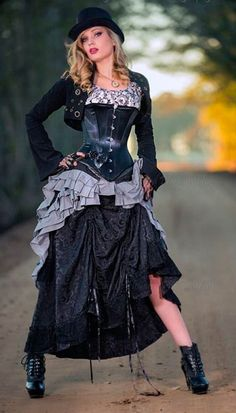 Top Gothic Fashion Tips To Keep You In Style. As trends change, and you age, be willing to alter your style so that you can always look your best. Consistently using good gothic fashion sense can help Arte Steampunk, Steampunk Dress, Steampunk Clothing, Steampunk Airship, Steampunk Design, Renaissance Clothing, Gothic Steampunk, Victorian Gothic, Steampunk Fashion Women
