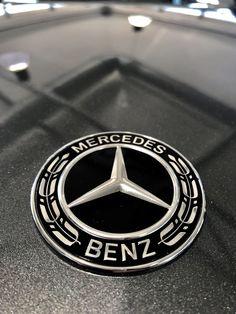 (*) Twitter Mercedes Benz Logo, Mercedes Benz Cars, Mercedes Benz Wallpaper, Military Girl, Wallpapers, Mood, Watch, Nice, Twitter