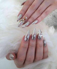 Gorgeous #ChromeNails by @estoeslasunias 💖 featured nail charms and… Chrome Mirror Nails, Chrome Nails, Chrome Powder, Nail Charms, Gorgeous Nails, Acrylic Nails, Finger, Nail Art, Instagram Posts