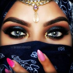 """Slaying diaries ______________________________________ Products Used Dipbrow in Ebony & clear brow gel…"" Arabian Makeup, Arabian Beauty, Eyeshadow Base, Eyeshadow Palette, Magic Eyes, Stunning Eyes, Brow Gel, Pretty Eyes, Nyx Cosmetics"