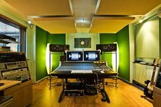 Holger Lagerfeldt Studio – Copenhagen, Denmarkhttp://maysundays.net/img/studios/studio17.jpghttp://cuellargro.com/blog/wp-content/uploads/2010/09/482_barra.separadora1.pngWillisoundz Studio – Nashville,...