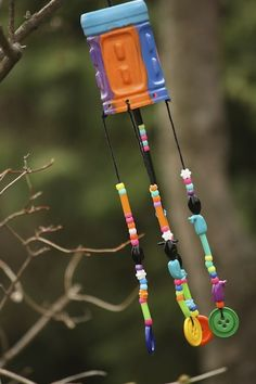 Whimsical DIY Wind Chimes are perfect art project ideas if you're looking for cool and inexpensive recycled crafts for kids. Everything that's used to make these homemade wind chimes is low-cost. Crafts For Kids To Make, Crafts For Teens, Projects For Kids, Kids Crafts, Art For Kids, Diy Projects, Preschool Crafts, Family Crafts, Kid Art