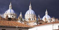 Gravedad. La cúpula aspira al cielo, mientras la nube al suelo. Eduardo Caccia. http://elsemanario.com/78683/gravedad/