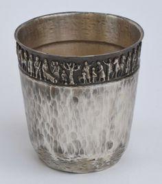 Teván Margit (1901-1978) Pohár 1950-es évek montírozott öntött trébelt ezüstözött réz magasság 10,7 cm  átmérő 10,3  cm  alján beütve Teván szignó