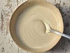 Salsa tahin: cos'è, come si preparara in casa e le ricette per usarla in cucina