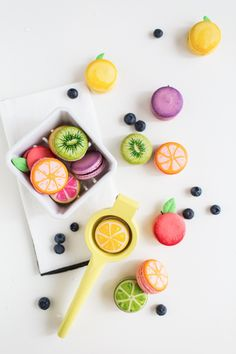 Colorful, fruity food styling with macaron dessert. Macaroons, Food Design, Design Design, Graphic Design, Dessert Sans Four, Cute Food, Food Styling, Food Art, Sweet Tooth