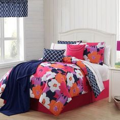 Create a fun, floral retreat in your room, dorm, or guest room with this VCNY Taylor Reversible Comforter Set that has everything you need. The comforter features a large graphic floral print that reverses to a navy/white trellis/vine pattern. Full Comforter Sets, Floral Comforter, Bedding Sets, Navy Comforter, King Comforter, Room In A Bag, Bed In A Bag, Teen Girl Bedding, Girls Bedroom