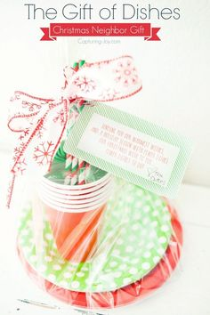 Christmas neighbor gift idea with free printable. Paper products.